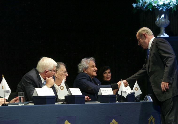 PRIME MINISTER Benjamin Netanyahu congratulates 2016 EMET Prize laureates in Jerusalem last month.