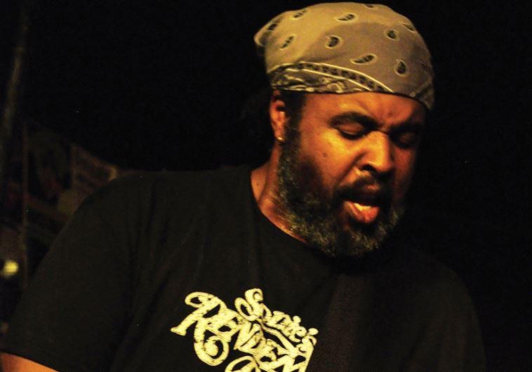 Guitarist Alvin Youngblood Hart