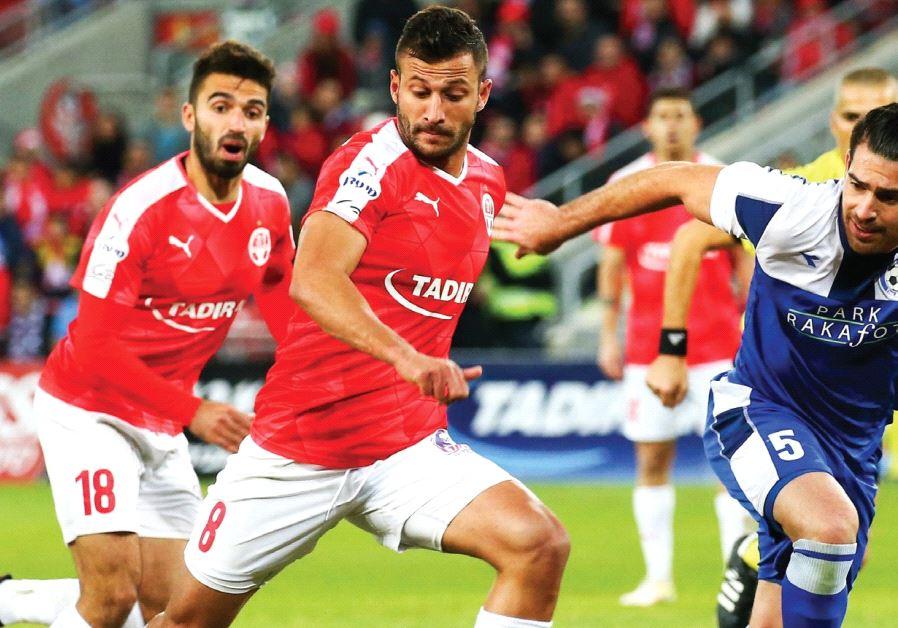 Hapoel Beersheba striker Mohammad Ghadir (center) scored his team's second goal in last night's 2-0