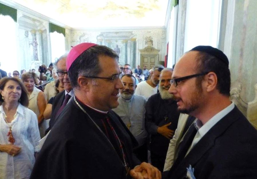 Palermo Archbishop Corrado Lorefice (left) with Shavei Israel's emissary to Sicily, Rabbi Pinhas Pun