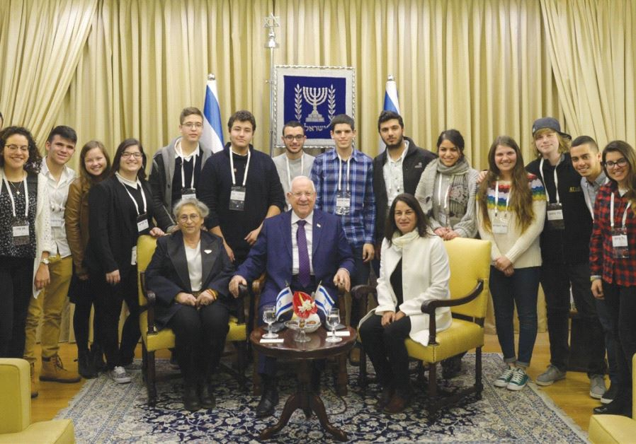 PRESIDENT REUVEN RIVLIN and his wife, Nechama, host Rona Ramon and students recognized for social le