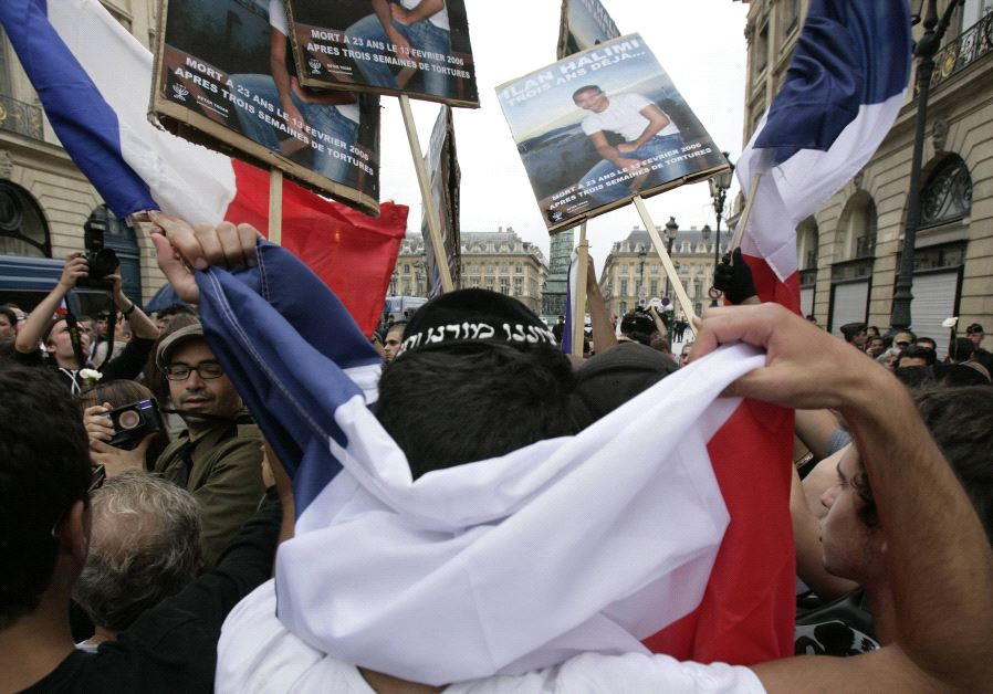 Members of French Jewish organisations demonstrate near the Justice Ministry in Paris July 13, 2009