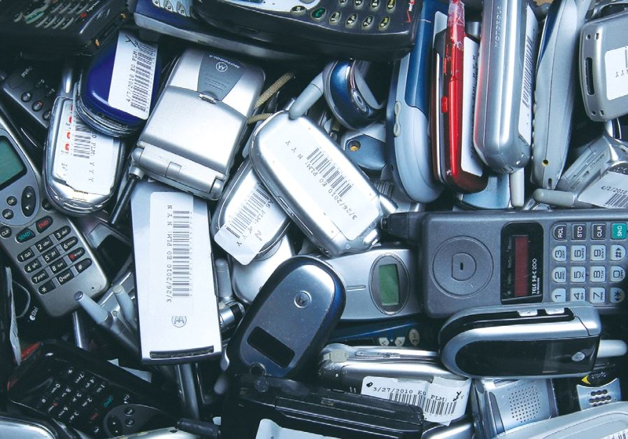 HUNDREDS OF used cellphones wait to be recycled at the offices of San Diego-based start-up ecoATM