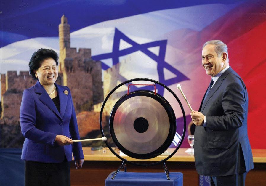 PRIME MINISTER Benjamin Netanyahu and Chinese Vice Premier Liu Yandong strike a gong at a joint news