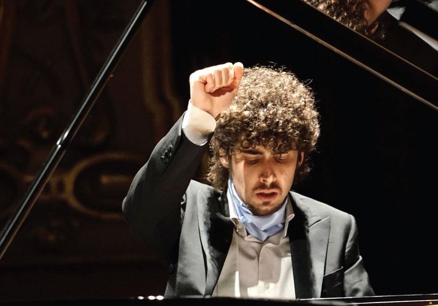 Italian pianist Federico Colli