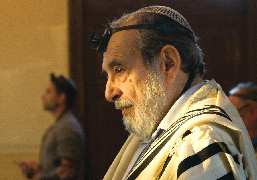 Israeli praying