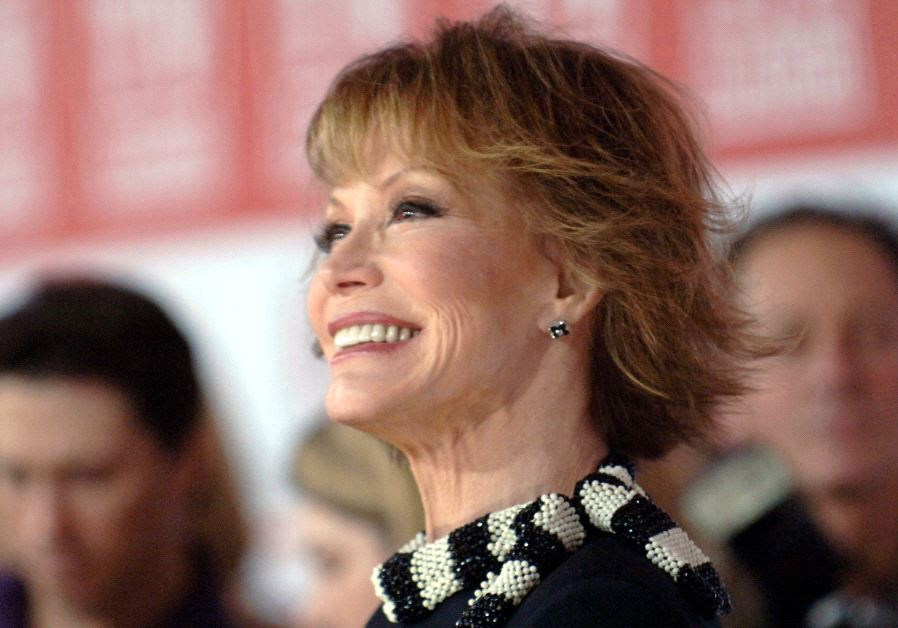 Mary Tyler Moore dies at the age of 80