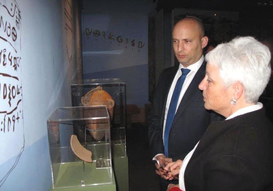 BIBLE LANDS MUSEUM director Amanda Weiss with Education Minister Naftali Bennett.
