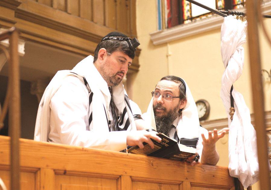 Csanád Szegedi avec le rabbin Barouh Oberlander