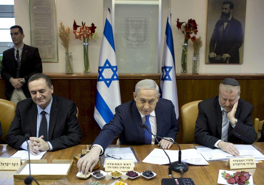 Prime Minister Benjamin Netanyahu (C) eats fruits and nuts