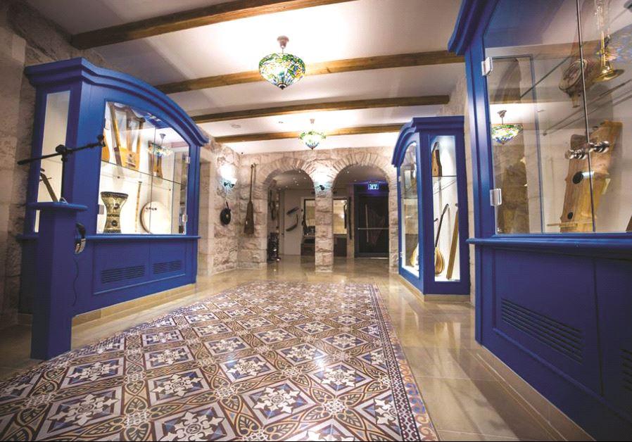 Une des salles d'exposition du musée de la Musique hébraïque