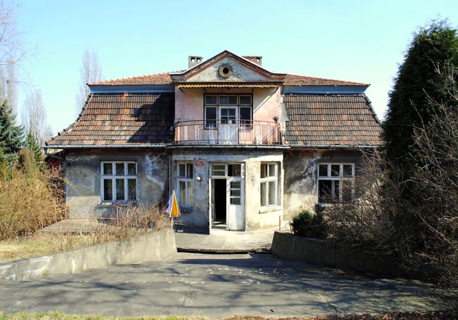 The rear of the villa in 2013