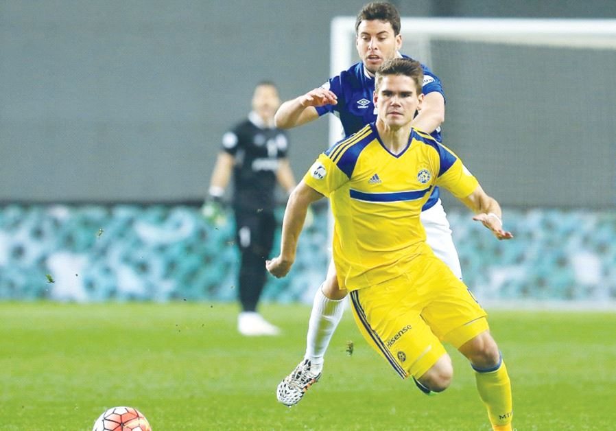 Maccab i Tel Aviv striker Vidar Orn Kjartansson netted his first hat-trick for the team last night,