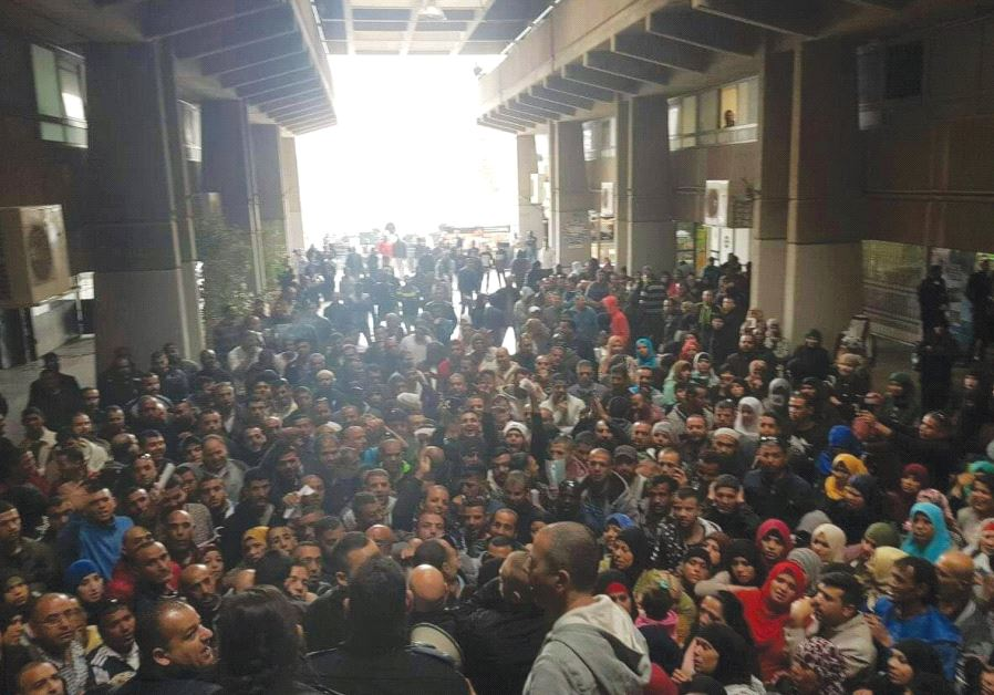 AN UNEXPECTEDLY LARGE crowd of Rahat residents waits in Beersheba to apply to purchase housing plots