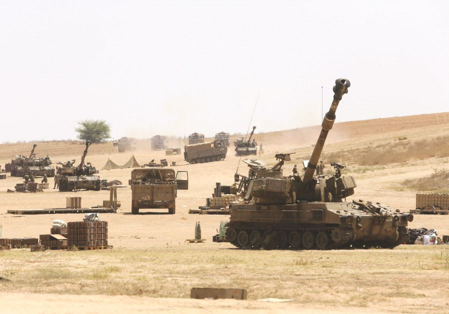Des chars israliens en manoeuvre