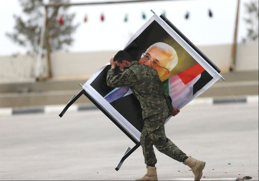 A soldier carrying an Abbas picture