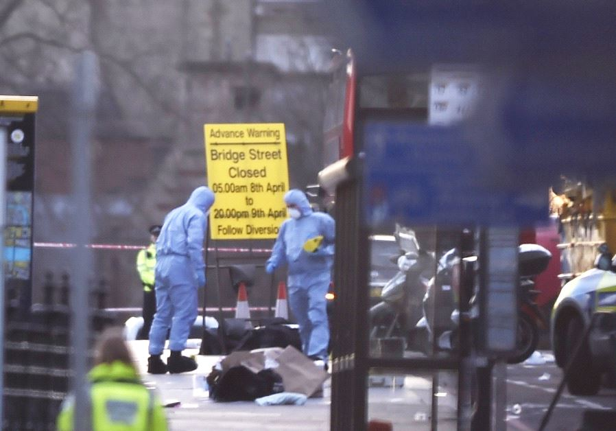 Forensics investigators work at the scene after an attack on Westminster Bridge in London, Britain March 22, 2017. (Reuters)