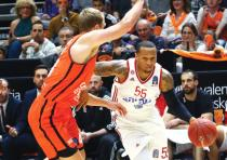 Hapoel Jerusalem guard Curtis Jerrells (right) was the lone bright spot for his team in last night's