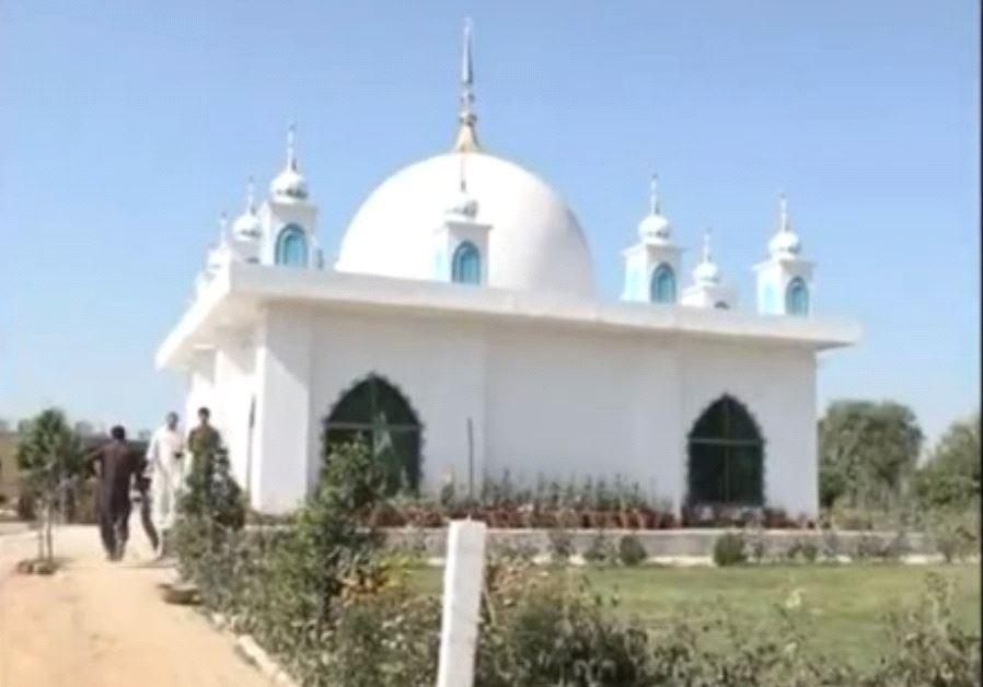 Sufi shrine on the edge of Sargodha