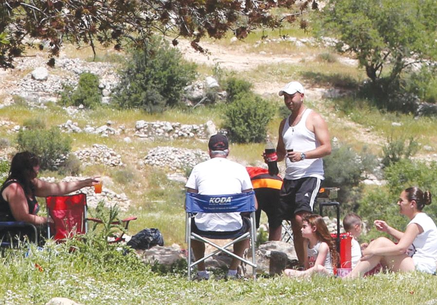 ISRAELIS ENJOY the Passover holiday with a hike and picnic.
