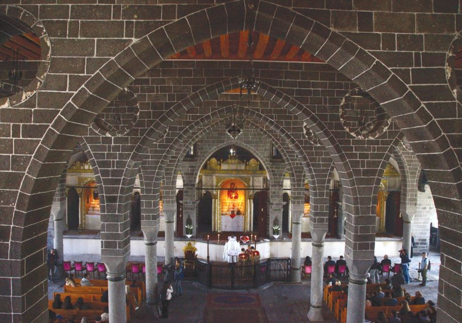 ARMENIAN CHRISTIANS pray during an Easter mass at Surp Giragos church in Diyarbakir, in southeastern