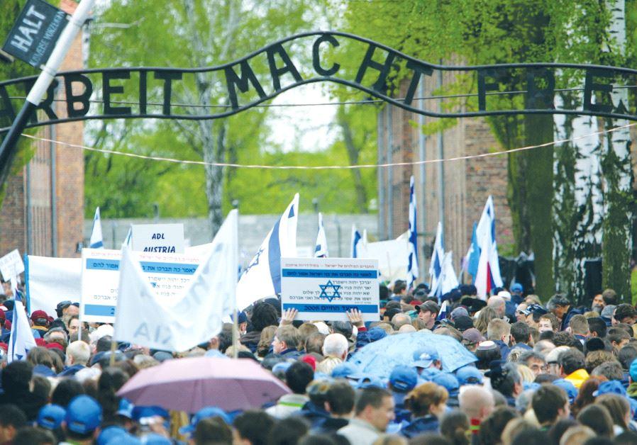 gate Auschwitz
