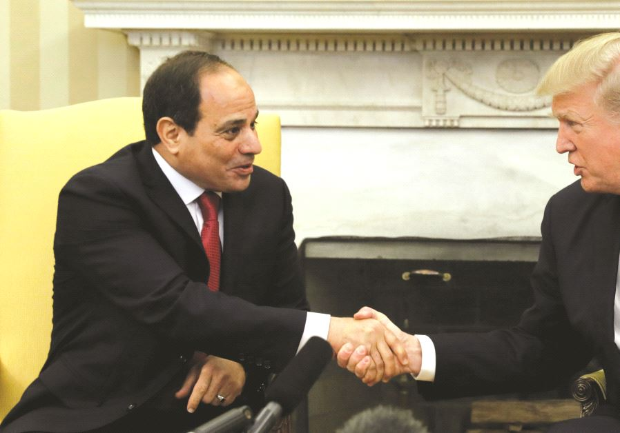 Poignée de mains entre le président égyptien et Donald Trump