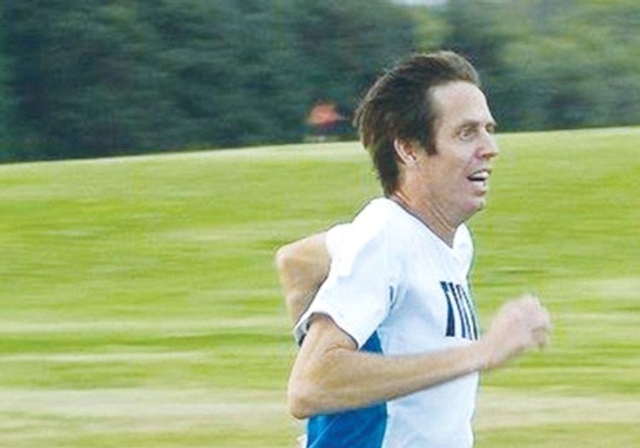 Eitan Hermon broke the marathon world record for a single-leg amputee yesterday, clocking a time of