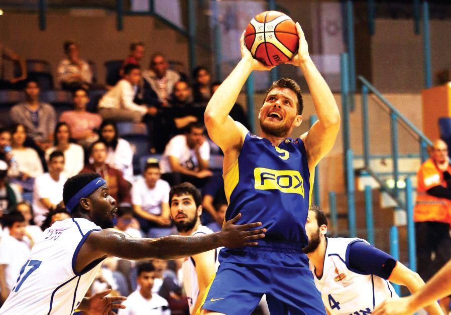 Maccabi Tel Aviv guard Gal Mekel (shooting) scored a team-high 14 points in last night' 84-65 win ov
