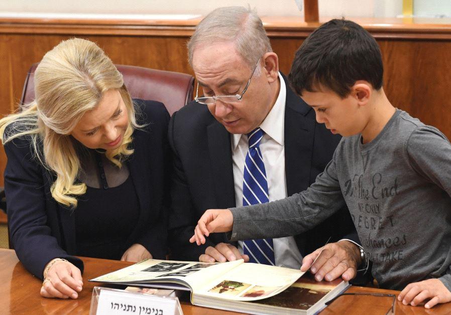 NOAM ISRAEL MORENO with Prime Minister Benjamin Netanyahu and his wife, Sara