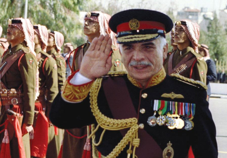 Jordan's King Hussein reviews Beduin guards of honor in 1992 (photo credit: REUTERS)