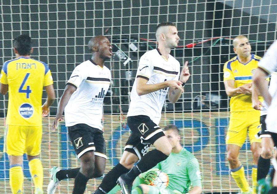 Beitar Jerusalem midfielder Erik Sabo (center) celebrates after scoring the opener in last night's 2