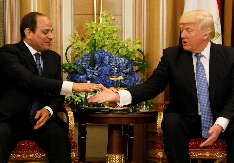 US President Donald Trump (R) meets with Egypts President Abdel Fattah al-Sisi in Riyadh, Saudi A