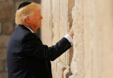 US President Donald Trump places a note in the Western Wall, 22 May 2017