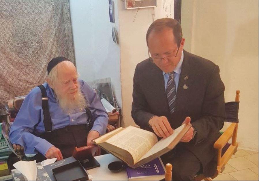 JERUSALEM MAYOR Nir Barkat (right) visits with Rabbi Adin Steinsaltz at his home.