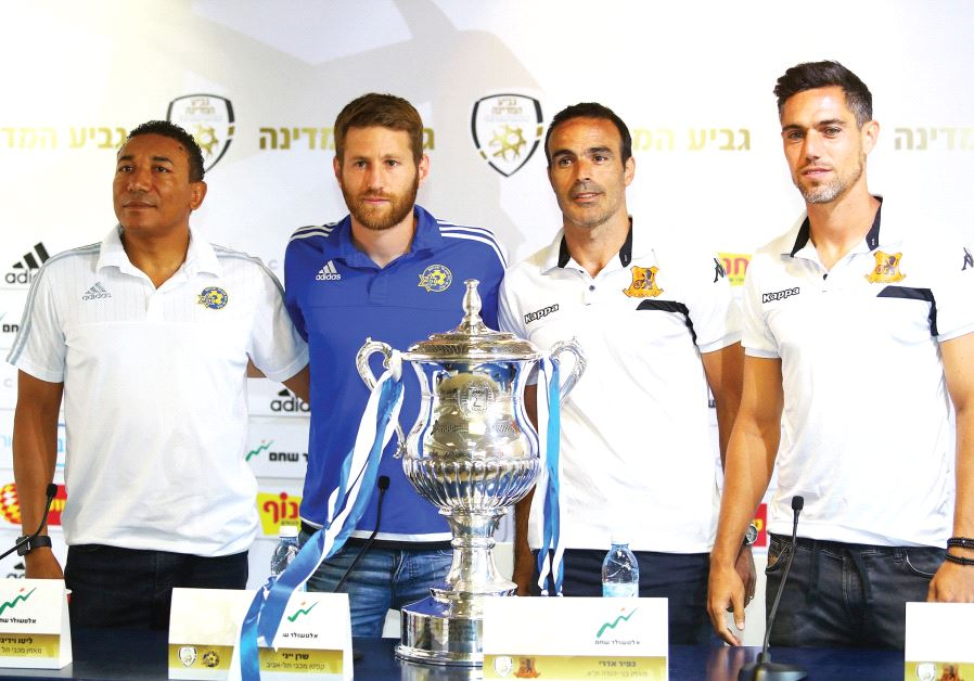 The coaches and captains of Maccabi Tel Aviv and Bnei Yehuda – (from left) Lito Vidigal and Sheran Y
