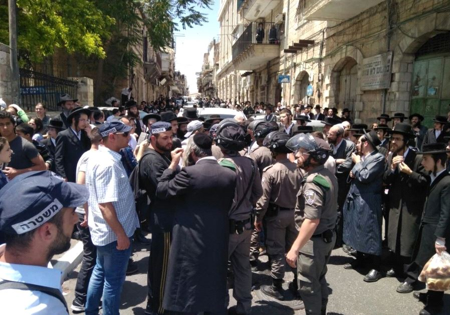 Haredi extermists protest against recruitment of Orthodox men into the army.