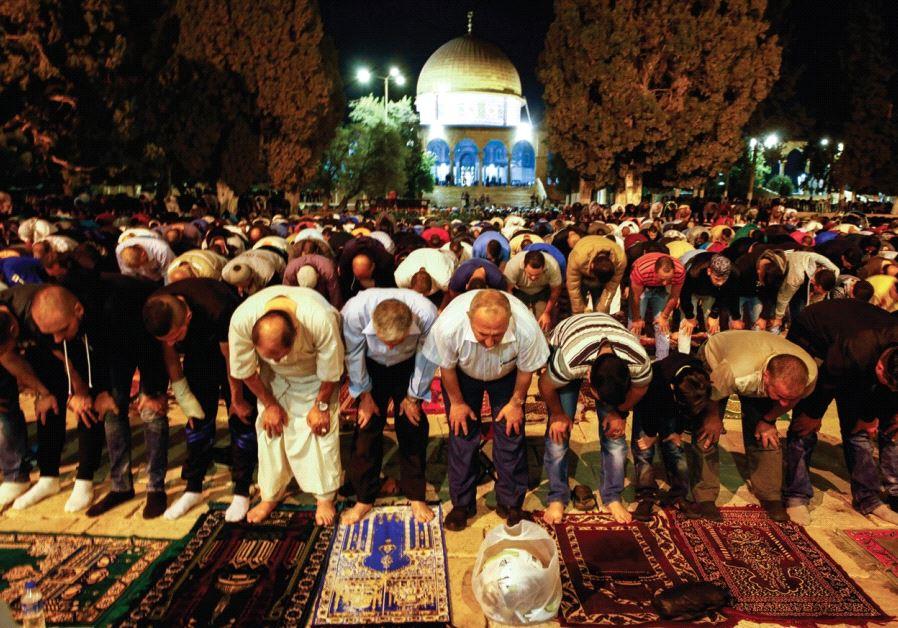 WORSHIPERS PERFORM Taraweeh prayers at al-Aksa Mosque in Jerusalem's Old City earlier this week.