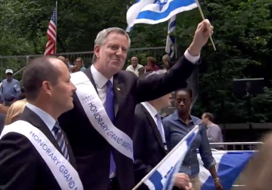New York Mayor Bill De Blasio marches alongside Jerusalem Mayor Nir Barkat at the Celebrate Israel P