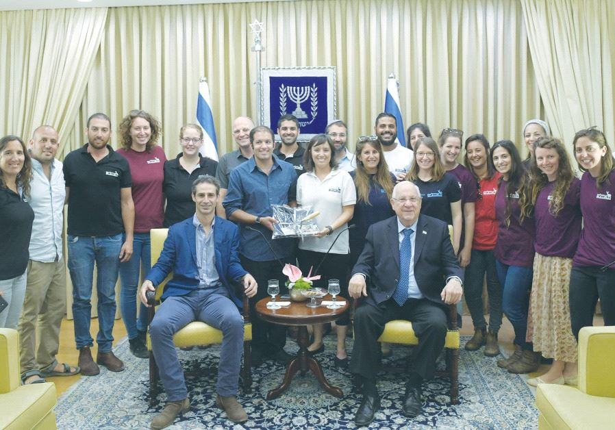PRESIDENT REUVEN RIVLIN poses with managers of Ayalim, an organization that operates student-run vil