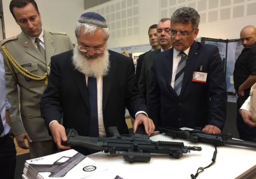 Deputy Defense Minister Eli Ben-Dahan examines assault rifles alongside Czech Deputy Defence Minist
