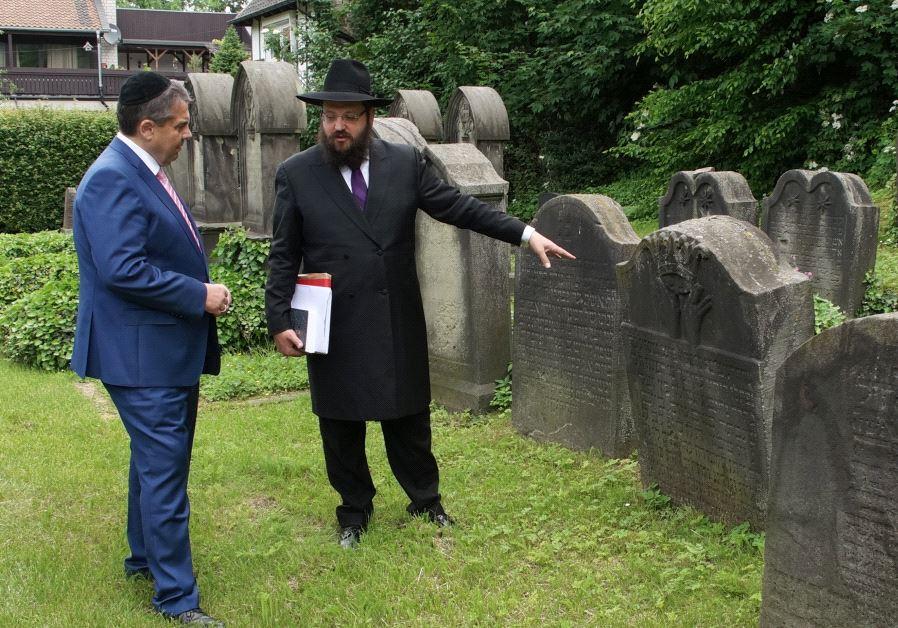 German Foreign Minister Sigmar Gabriel and Rabbi Yehuda Teichtal