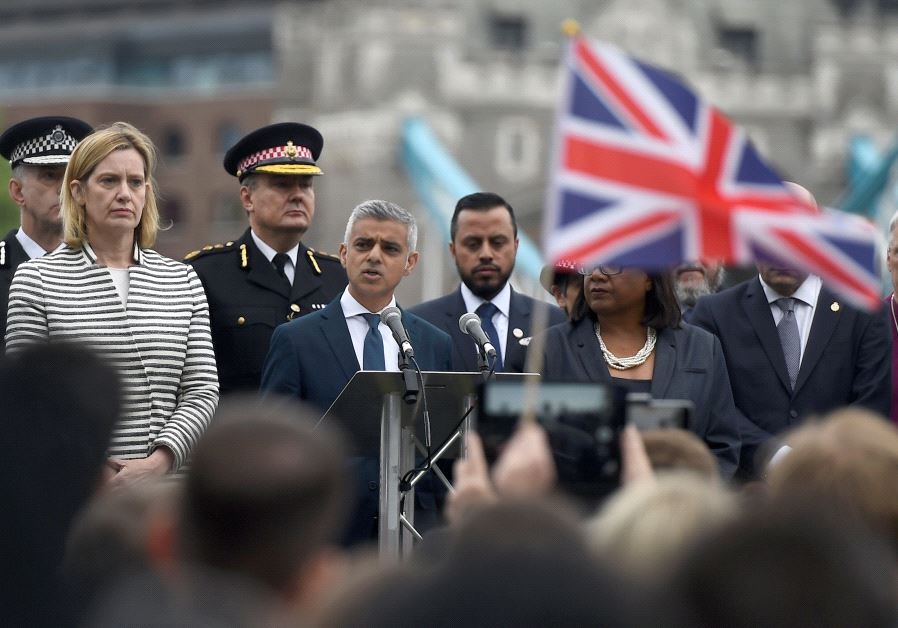 London Mayor supports Holocaust memorial plans, despite controversy