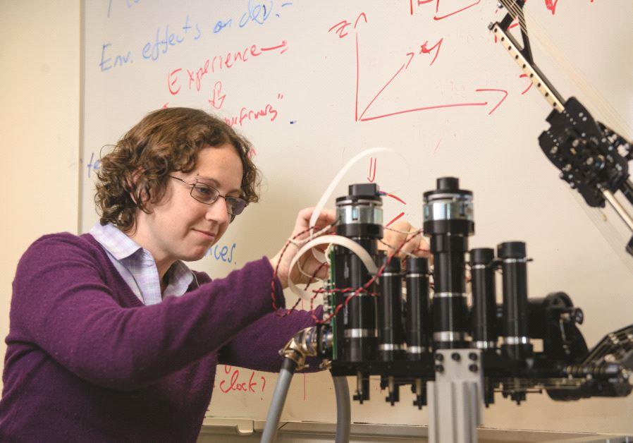 Le Dr Ilana Nisky travaille au développement du sens tactile des robots