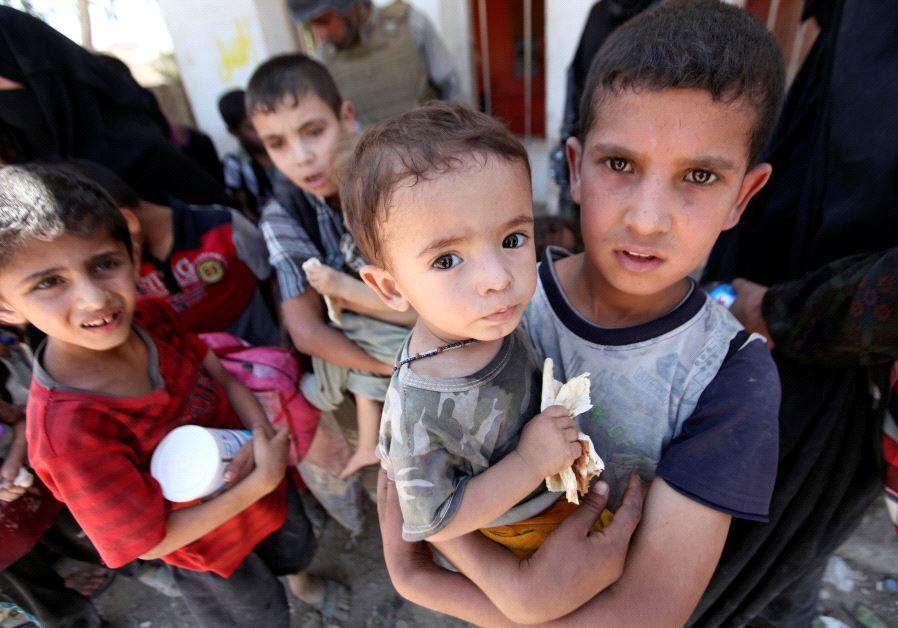Displaced Iraqi children who fled from clashes (Credit: Reuters/Azad Lashkari)
