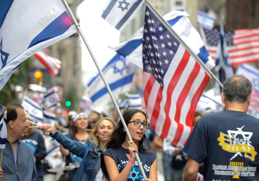 """People participate in the """"Celebrate Israel"""" parade along 5th Ave. in New York City, US, June 4 2017"""