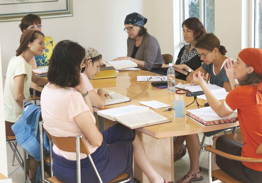 Un groupe de femmes à l'étude