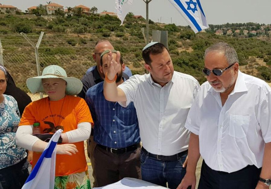 Defense Minister Avigdor Liberman (R) and Samaria Regional Council head Yossi Dagan