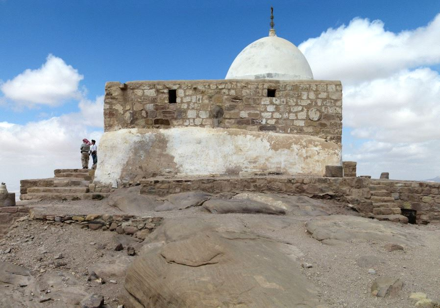 Jordan closes Aaron's Tomb after Jews seen praying at site
