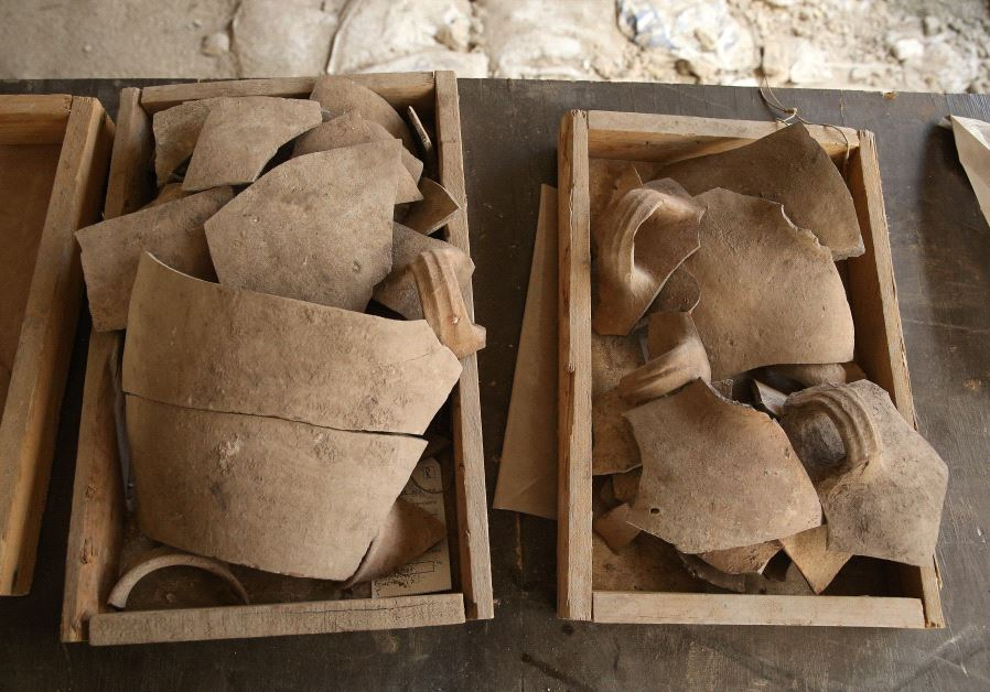 Shattered jugs attesting to the destruction (COURTESY OF ELIYAHU YANAI / CITY OF DAVID ARCHIVE)